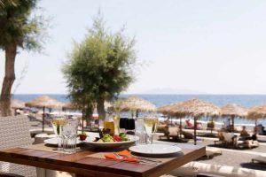 black-beach-kamari-offering-unique-experiences-travellers